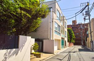 東京都港区元麻布の住宅街の景観の写真素材 [FYI00942648]