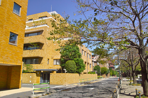 東京都港区元麻布の住宅街の景観の写真素材 [FYI00942650]