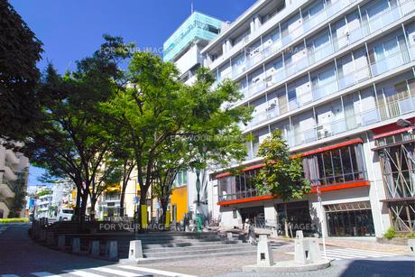 東京都港区麻布十番、麻布十番広場(パティオ十番)の景観の写真素材 [FYI00942670]