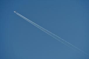 飛行機雲の写真素材 [FYI00942773]