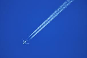 飛行機雲の写真素材 [FYI00942775]