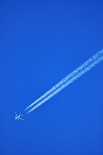 飛行機雲の写真素材 [FYI00942776]