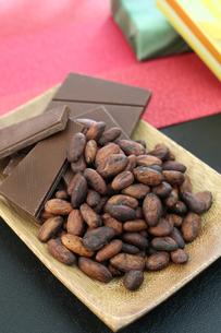 カカオ豆とチョコレートの写真素材 [FYI00942901]