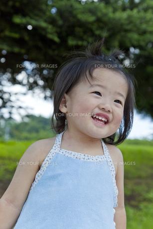 笑顔の女の子の素材 [FYI00943944]