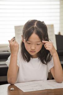 勉強する子供の素材 [FYI00944872]