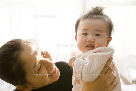 母親と赤ちゃんの素材 [FYI00944921]