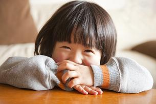 笑顔の女の子の素材 [FYI00945006]