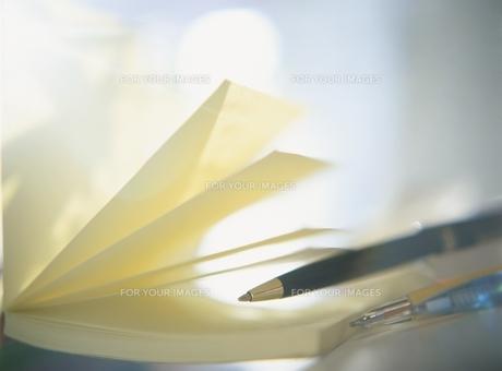 ノートとペンのアップの素材 [FYI00945203]