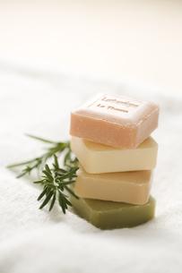 石鹸とハーブとタオルの素材 [FYI00950524]