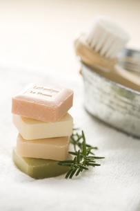 石鹸とハーブとタオルの素材 [FYI00950631]