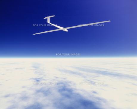 雲の上を飛ぶグライダーの素材 [FYI00954439]