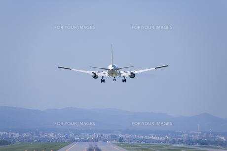 旭川空港に着陸する旅客機の素材 [FYI00955020]