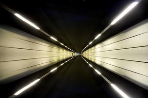 夜の高速道路の素材 [FYI00956339]