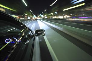 夜のドライブの素材 [FYI00956523]