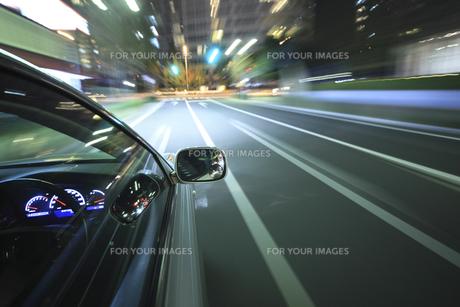 夜のドライブの素材 [FYI00956527]