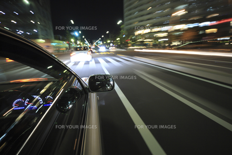 夜のドライブの素材 [FYI00956543]