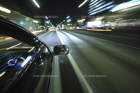夜のドライブの素材 [FYI00956567]