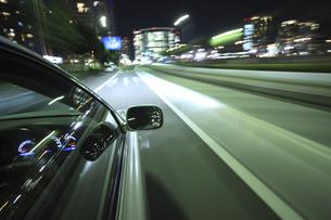 夜のドライブの素材 [FYI00956601]