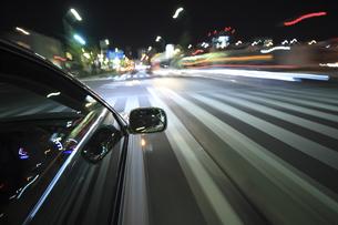 夜のドライブの素材 [FYI00956634]
