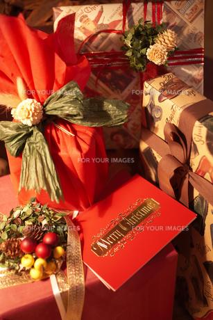 クリスマスプレゼントの素材 [FYI00959497]