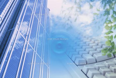 ビジネスイメージ  ビルとキーボードの素材 [FYI00959559]