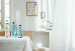 水を置いたテーブルの素材 [FYI00959836]