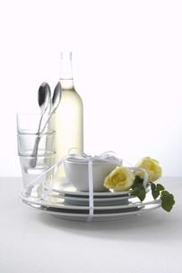 花と食器の素材 [FYI00960493]