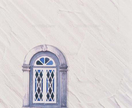 白い壁と窓の素材 [FYI00960568]