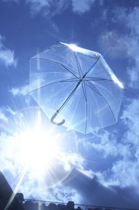 空飛ぶビニール傘の素材 [FYI00960981]
