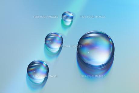 七色に輝く四つのガラス玉の素材 [FYI00961285]