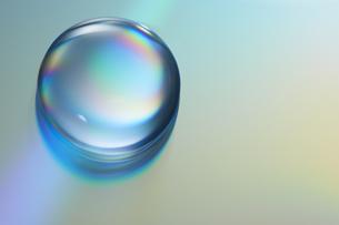 七色に輝くガラス玉の素材 [FYI00961312]