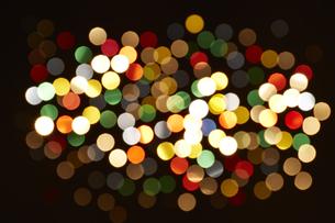 七色に輝く光の点の素材 [FYI00961407]