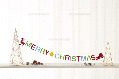 メリークリスマスのロゴと松ぼっくりの素材 [FYI00962128]