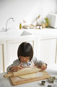 料理をする女の子の素材 [FYI00962557]