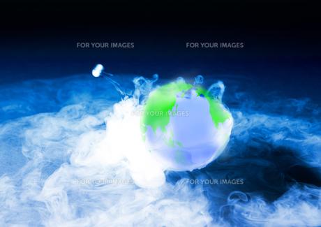 地球と煙の素材 [FYI00962716]