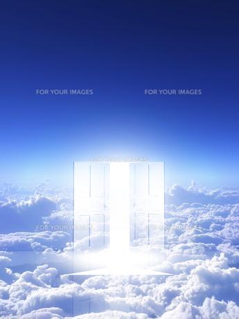 光が射し込むドアの素材 [FYI00963444]