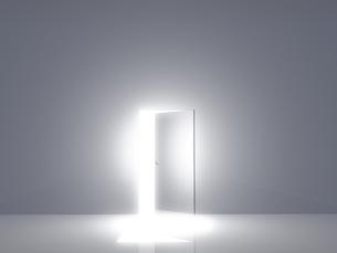 光が差し込むドアの素材 [FYI00963657]