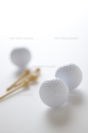 ゴルフボールとティーの素材 [FYI00968674]