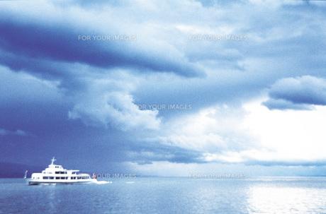 雲と船の素材 [FYI00969664]