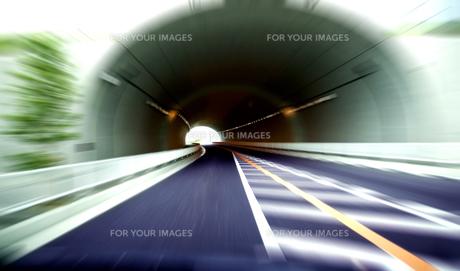 トンネル走行の素材 [FYI00970190]