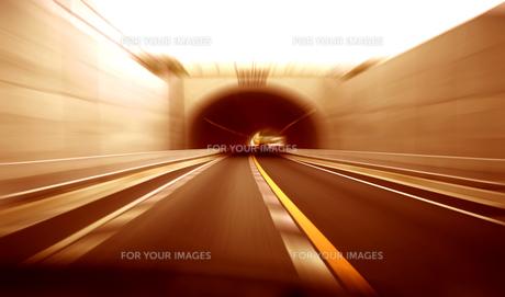 トンネル走行の素材 [FYI00970230]