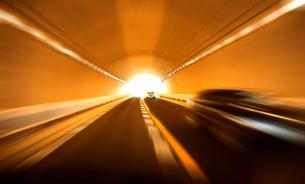 トンネル走行の素材 [FYI00970265]