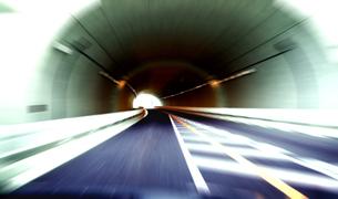 トンネル走行の素材 [FYI00970272]