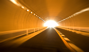 トンネル走行の素材 [FYI00970278]