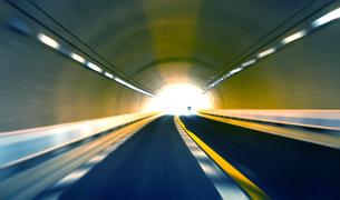 トンネル走行の素材 [FYI00970299]