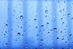 窓の水滴の素材 [FYI00970623]