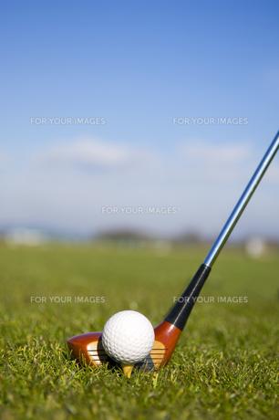 ゴルフボールと青空の素材 [FYI00972373]