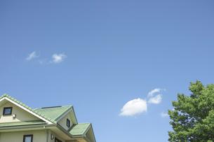 青空と家の素材 [FYI00975054]