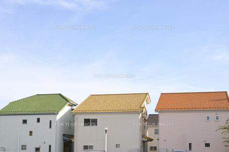 三軒のカラフルな家の素材 [FYI00975057]