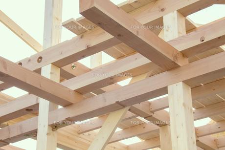 建築中の木造住宅の素材 [FYI00975155]